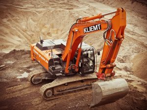 excavator in action thanks to an excavator loan